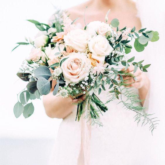 0ae1a5aba88c9264d0a0e08a27e44d5b 選擇鮮花還是乾燥花好?一次搞懂4種新娘捧花風格!