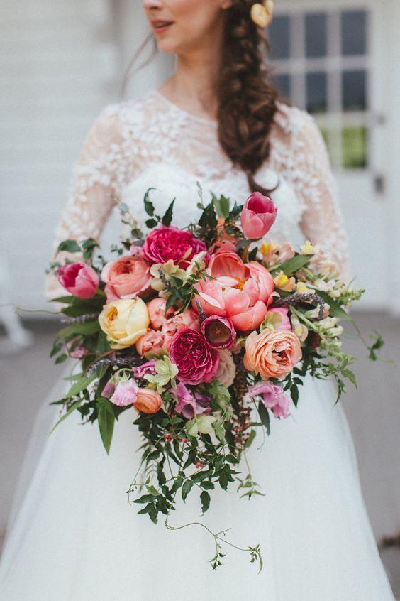 8f19f35a83eba0f79b41628adfd1a9a8 選擇鮮花還是乾燥花好?一次搞懂4種新娘捧花風格!
