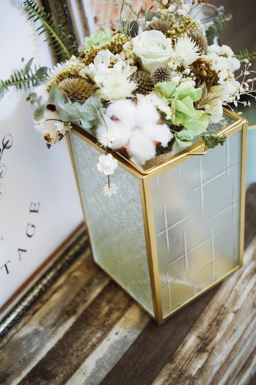 IMG 9466 外婆家窗景是記憶中最美好的部分...海棠花老玻璃燭燈販售中!