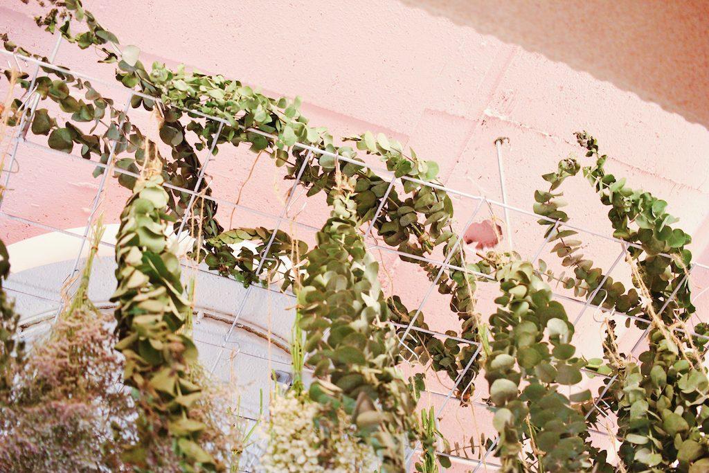 IMG 9807 1024x683 【空間佈置】少女心大爆發~板橋「上越髮廊」吊掛乾燥花牆