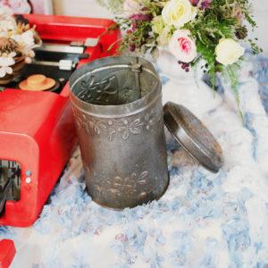 義大利老件 / 歲月感圓筒雕花鐵盒