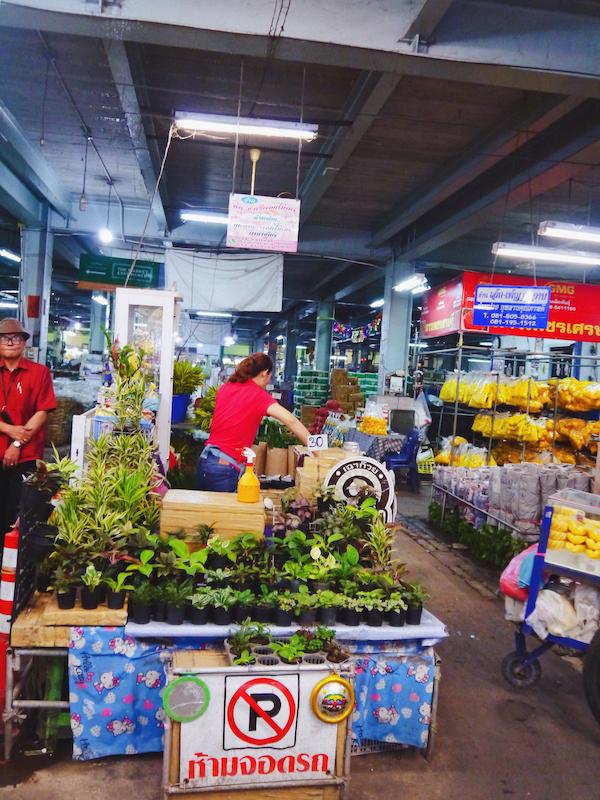 IMG 2098 混亂、祭祀且濃郁的飽和色 / 曼谷花卉市場(Pak Klong Talad)