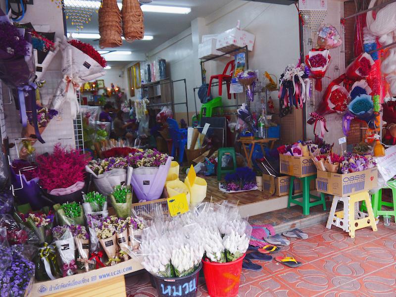 IMG 2107 混亂、祭祀且濃郁的飽和色 / 曼谷花卉市場(Pak Klong Talad)