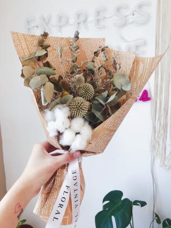 清新芳香的尤加利棉花花束